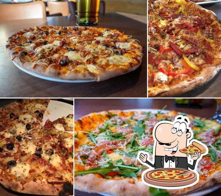 Отведайте пиццу в Eldofninn pizzeria