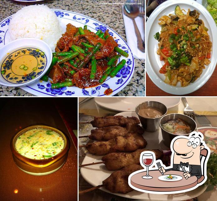 Comida en Phensri Thai