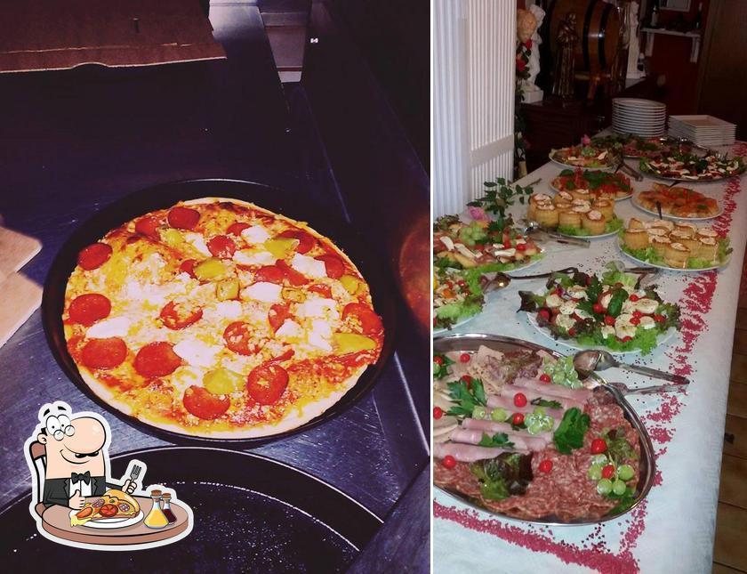 Pick pizza at Da Enzo