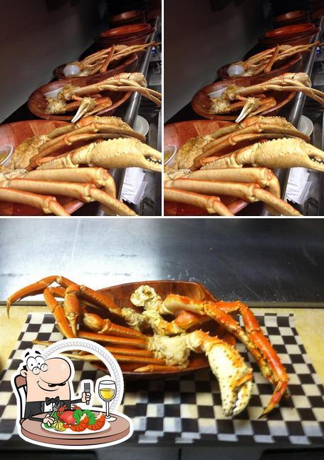 Order seafood at Nippers Pub