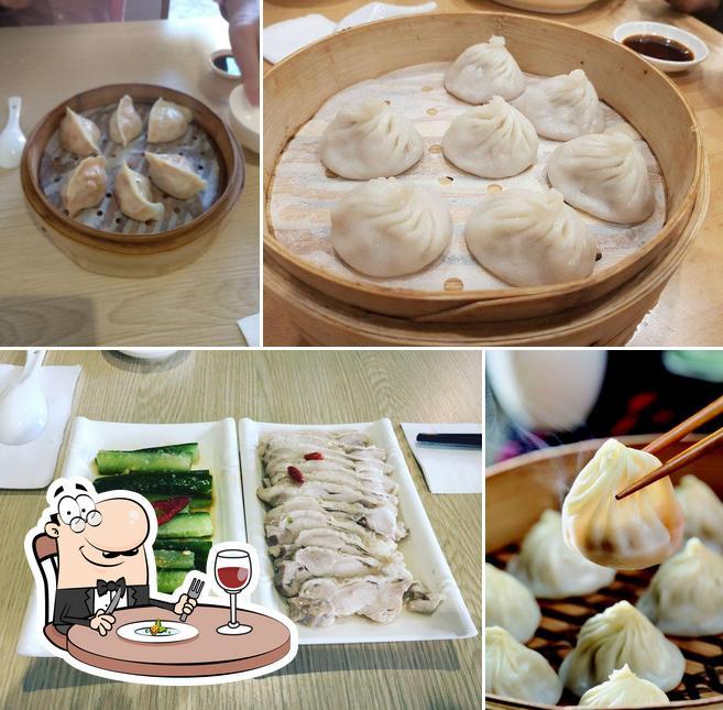 Comida en Authentic Bites Dumpling House