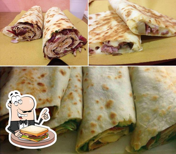Order a sandwich at Piadina e Crescione