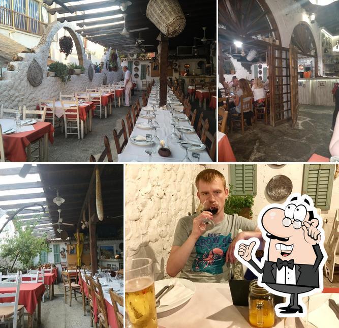 Посмотрите на внутренний интерьер Taverna Napa