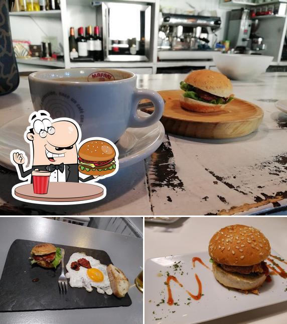 Prueba una hamburguesa en Pull café