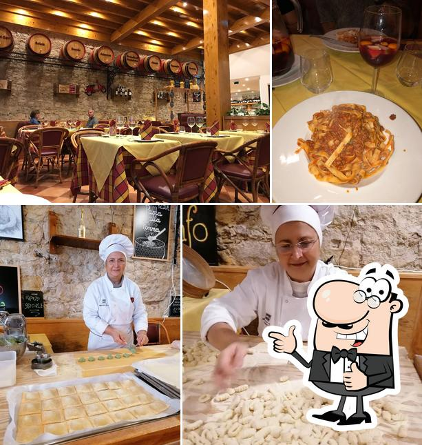 See this pic of Il Tartufo