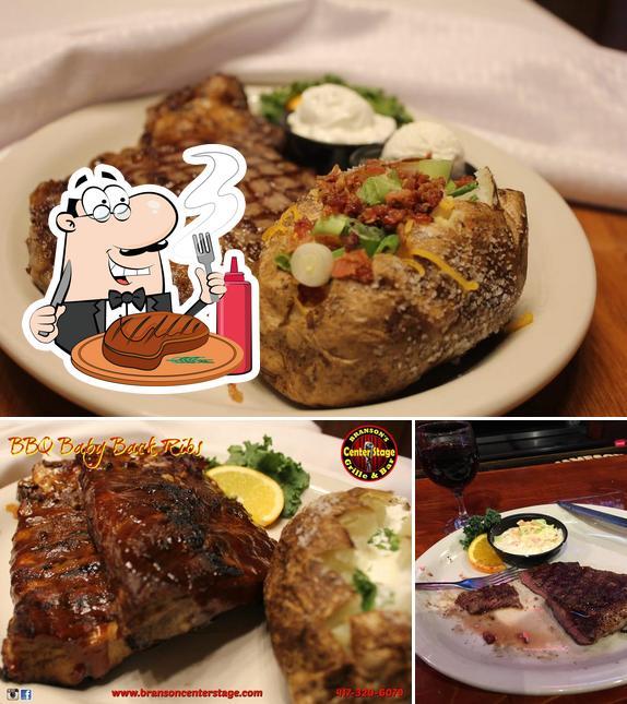 Попробуйте блюда из мяса в Branson's Center Stage Grille