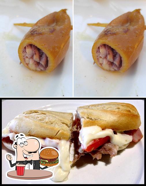 Pide una hamburguesa en Bodeguita Antonio Romero