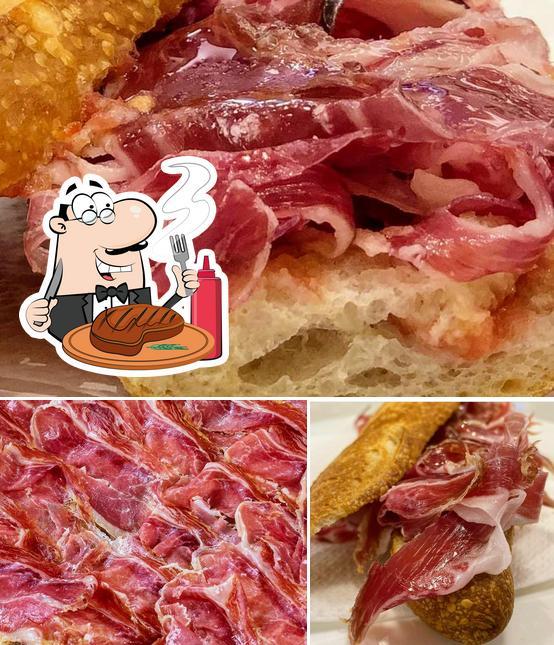 Закажите блюда из мяса в El Far