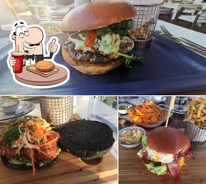 Prueba una hamburguesa en Roof Burger Bar