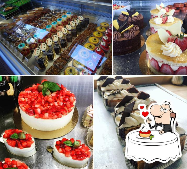 Le St-Honoré provides a variety of sweet dishes