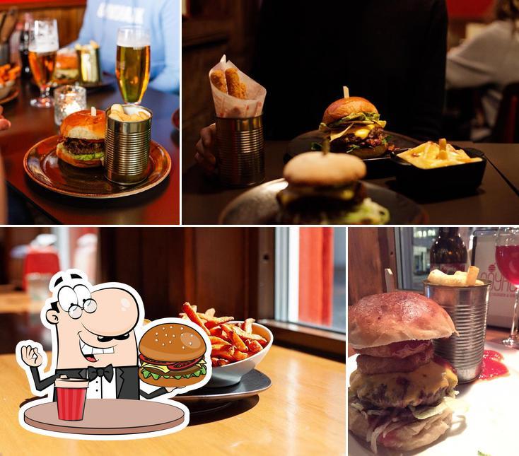Las hamburguesas de Royal Gourmetburger & Gin las disfrutan una gran variedad de paladares