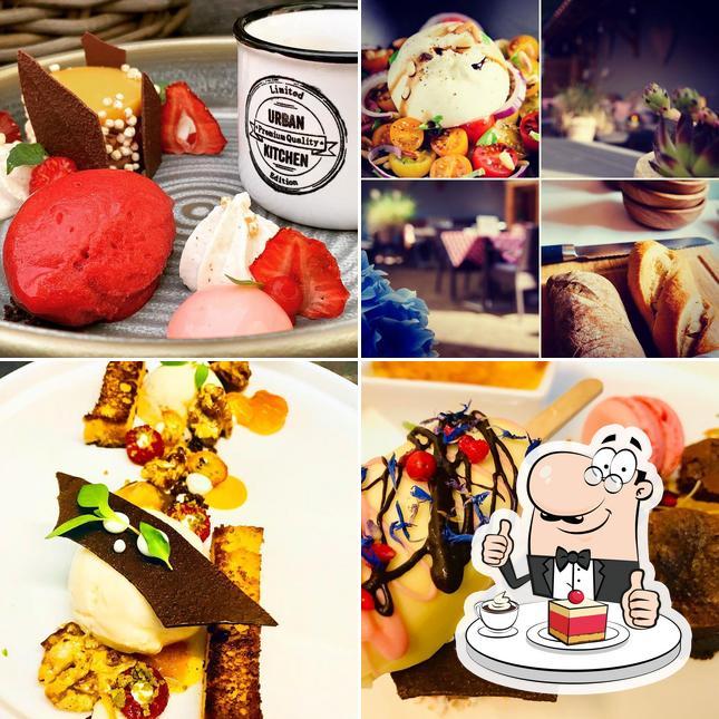 """Hotel Restaurant """"Zum Goldenen Anker"""" предлагает разнообразный выбор сладких блюд"""
