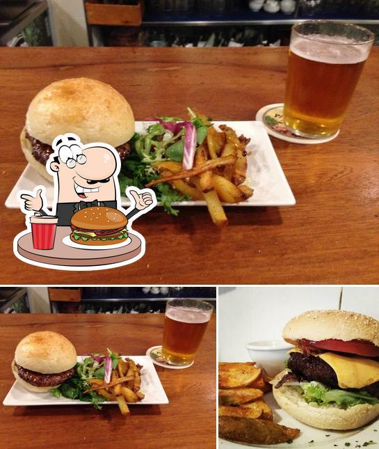 Prueba una hamburguesa en Taberna Morroputa