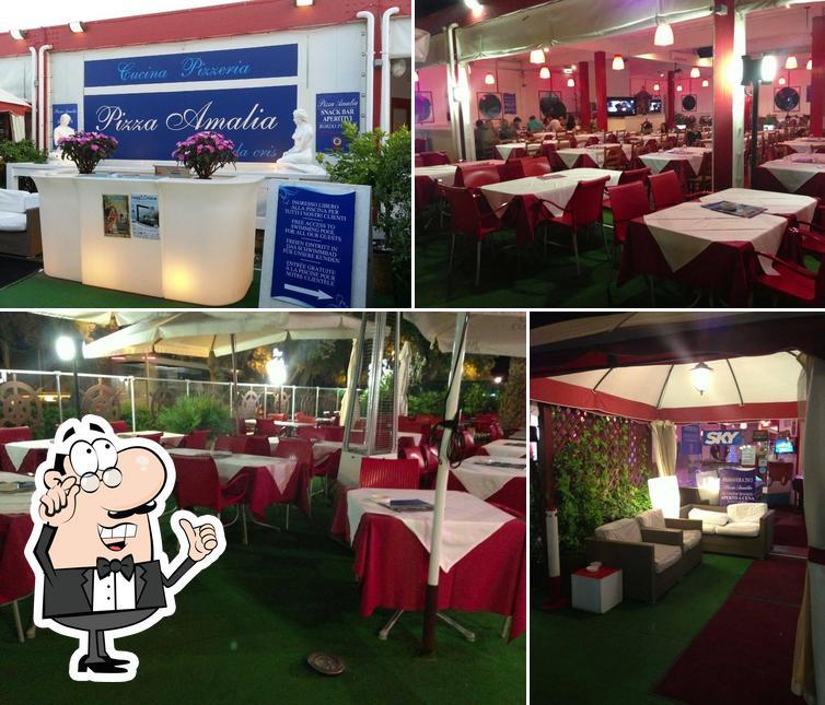 Gli interni di Pizza Amalia
