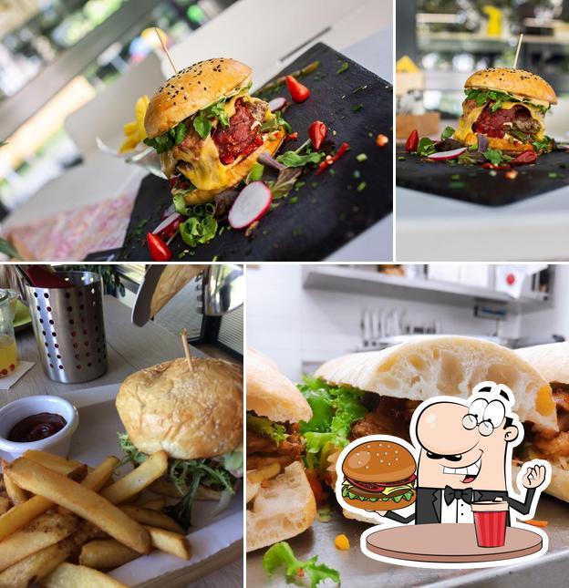 Order a burger at Pochutnej si!