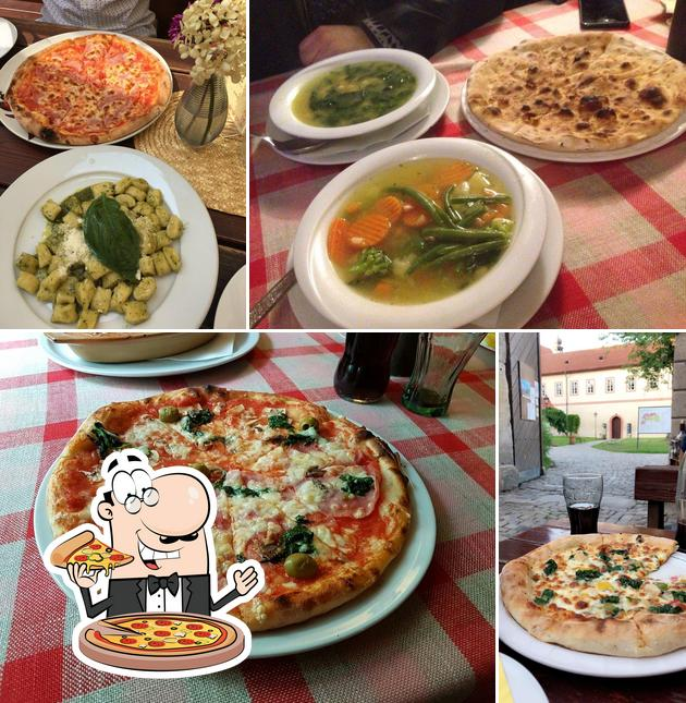 Order pizza at Nonna Gina