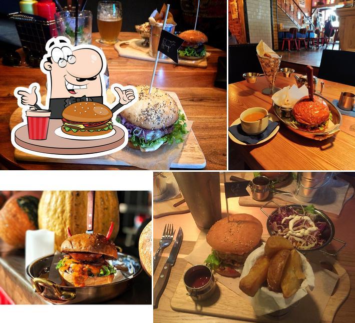 Попробуйте гамбургеры в БУРГЕРНАЯ-БАР «Drinks&Burgers»