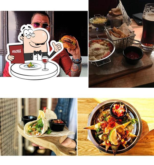 Еда в БУРГЕРНАЯ-БАР «Drinks&Burgers»