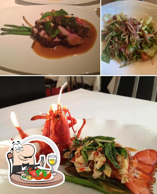 Order seafood at Xich Lo