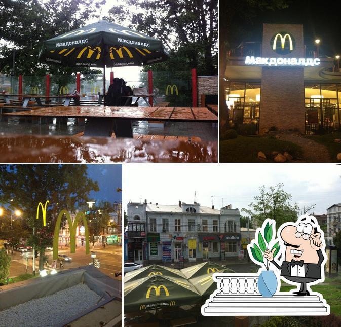 La parte exterior de McDonald's