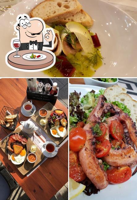 Food at Seafood Station