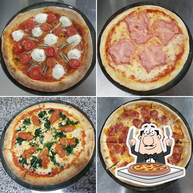 Try out pizza at Sheqer Pikant
