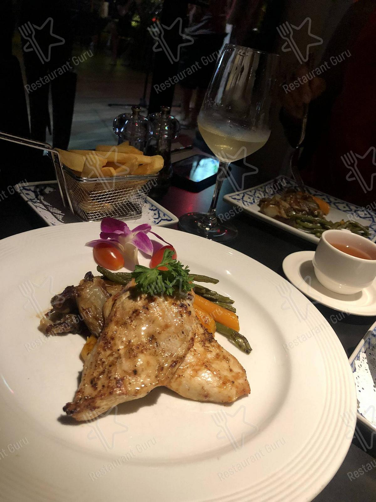 Mai Thai Cuisine menu - meals and drinks