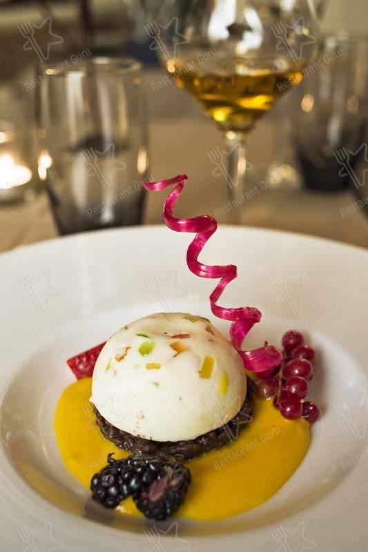 Seht euch die Speisekarte von Le Logge del Vignola an