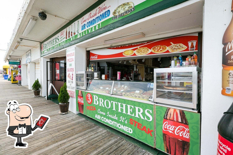 Mira cómo es 3 Brothers Pizza por fuera