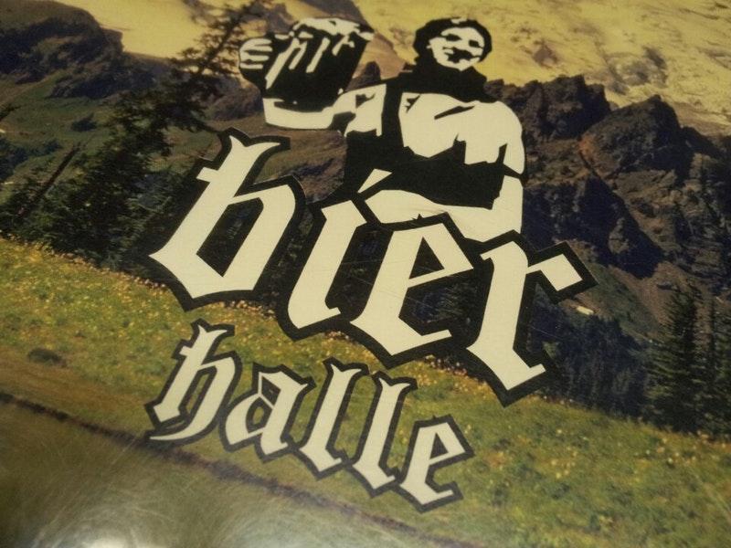 El anuncio muestra información sobre Republic Bier Halle