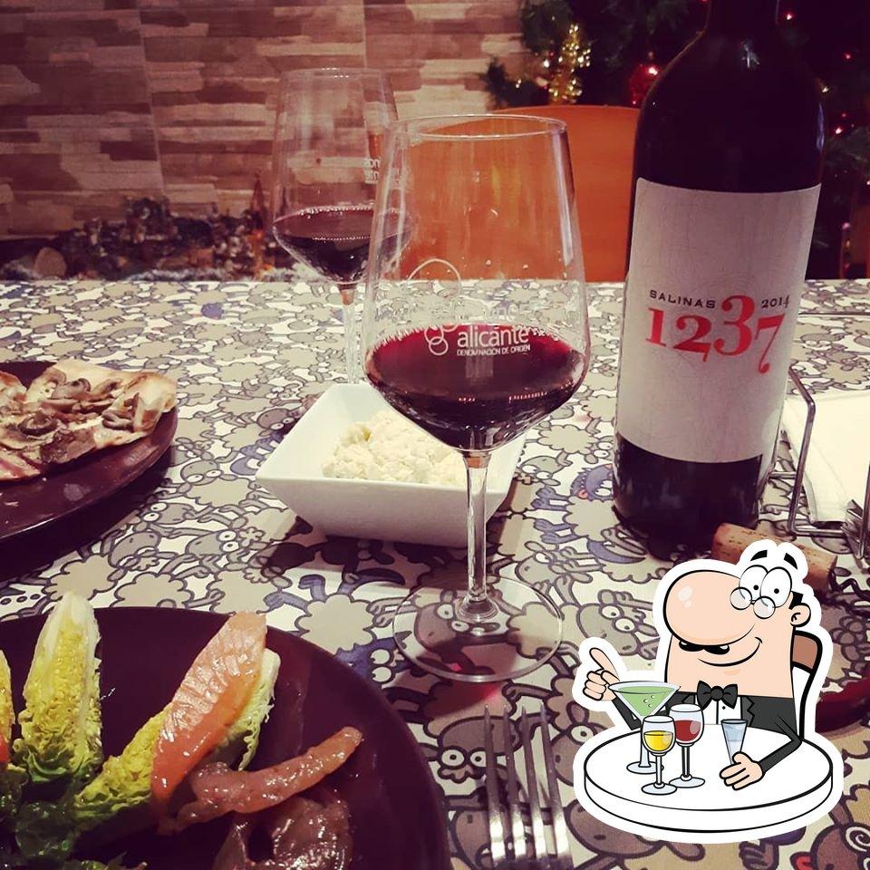 Restaurante Mediterraneo Marco & Bo tiene un buen número de copas con alcohol