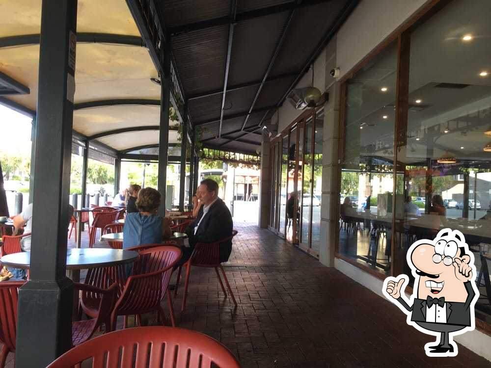 Посмотрите на внутренний интерьер Sfizio Cucina e Caffé