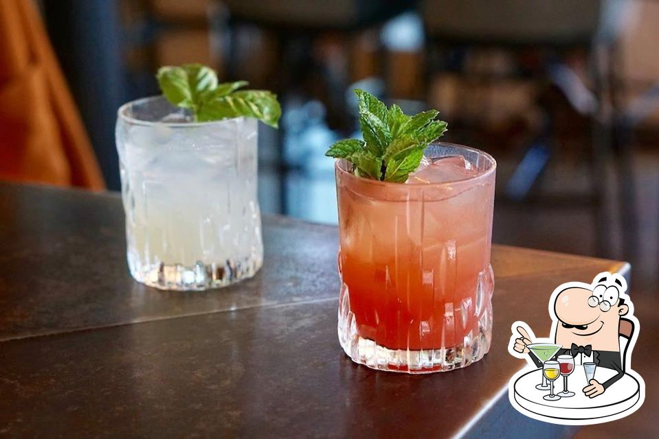 Yardbird Southern Table & Bar serves alcohol