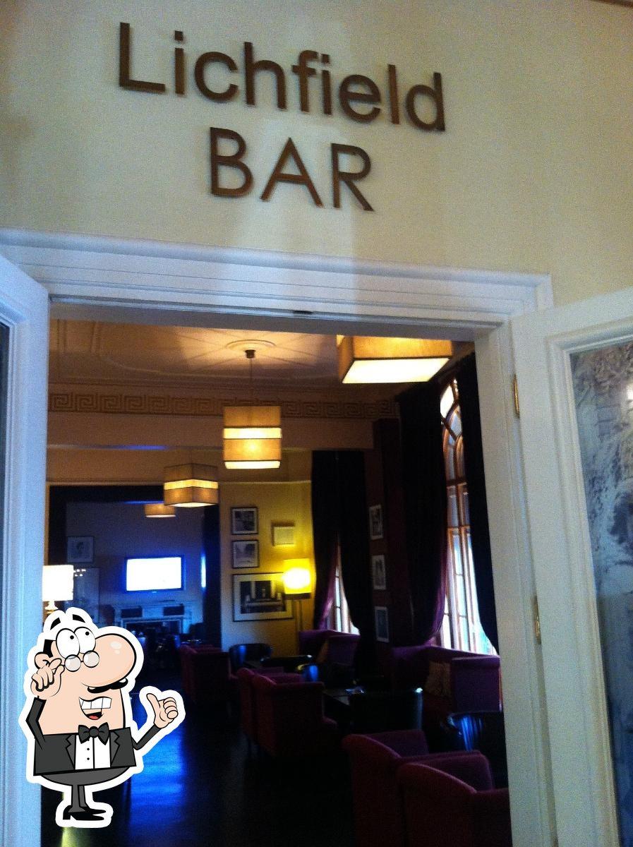 Посмотрите на внутренний интерьер Личфильд бар