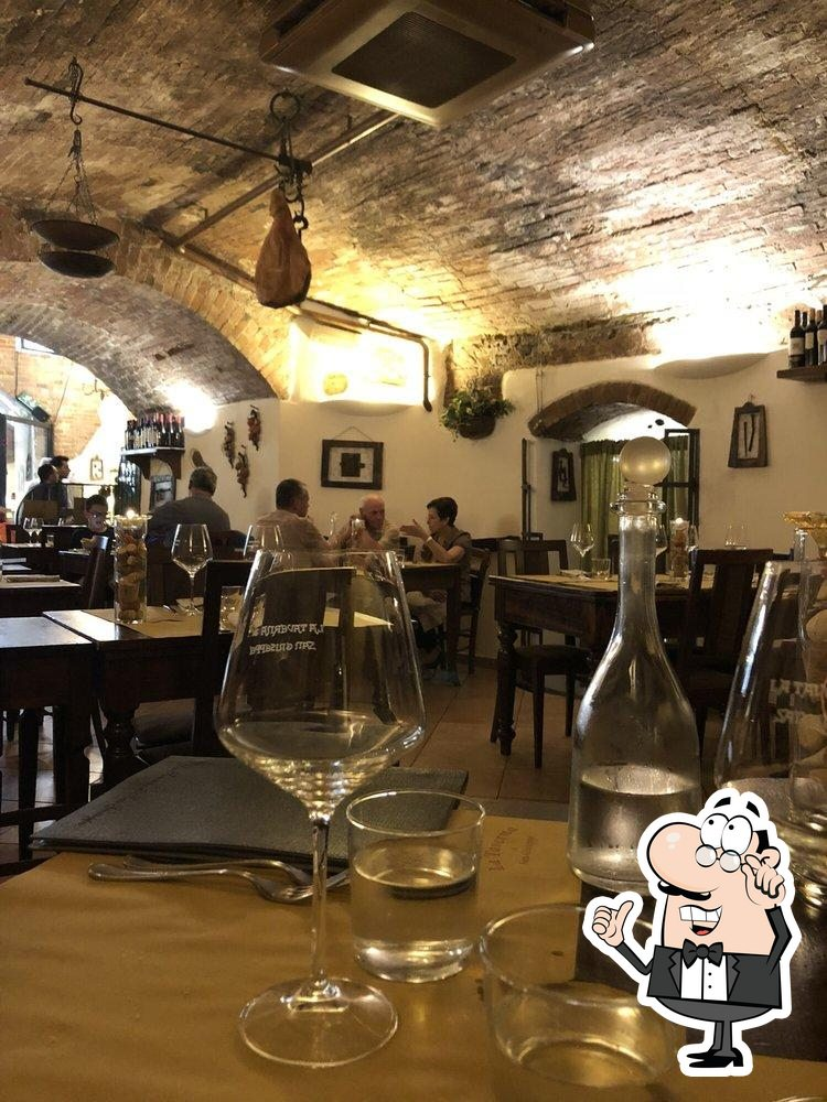 Gli interni di Taverna di San Giuseppe