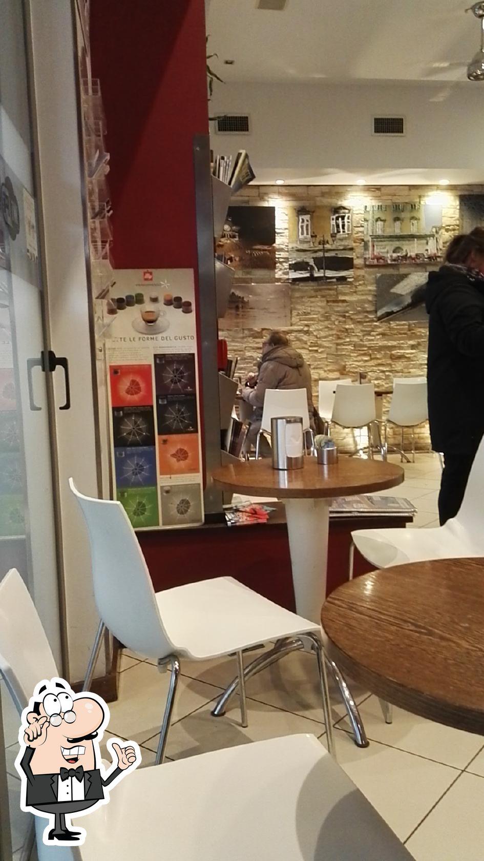 Dai un'occhiata agli interni di Bar Ristorante Why Not