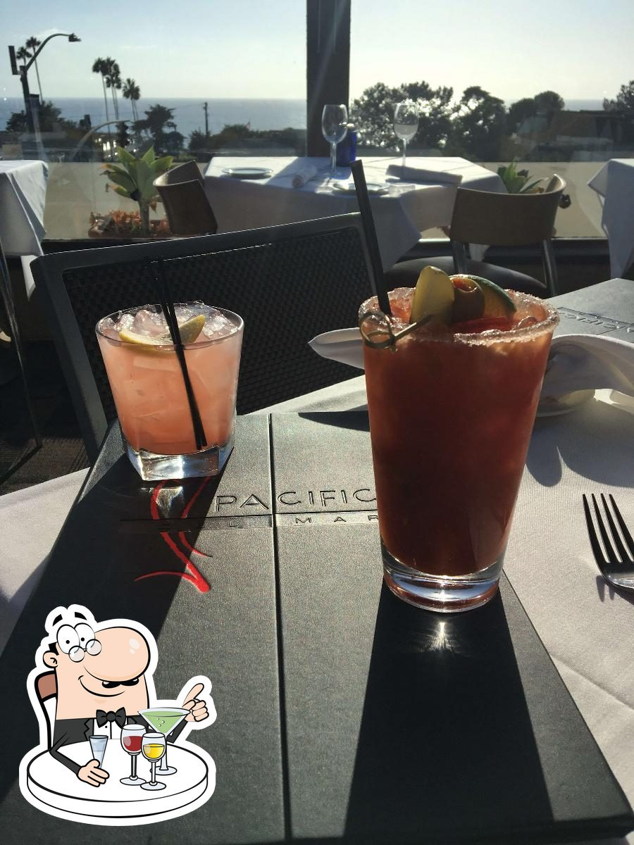 Pacifica Del Mar sirve alcohol