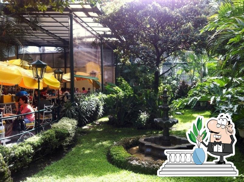 Disfruta de la vista exterior de Restaurante Vivaldi y Salón de Eventos Stravaganza