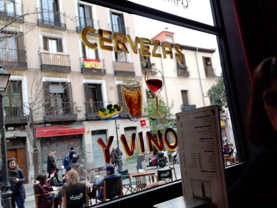 El anuncio muestra información sobre Café Pavón