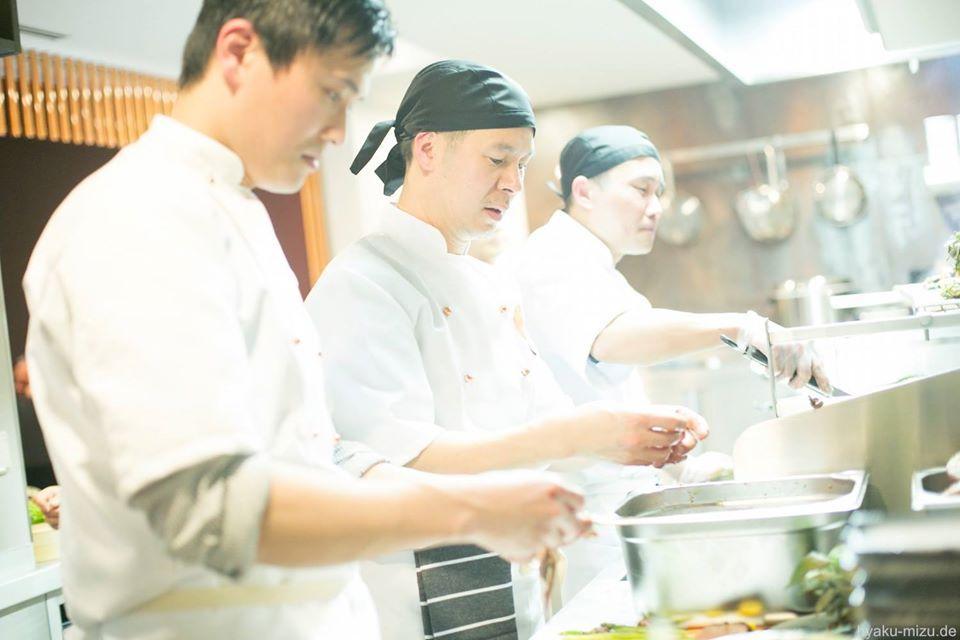 Der Koch wird euch mit verschiedenen Gerichten versorgen