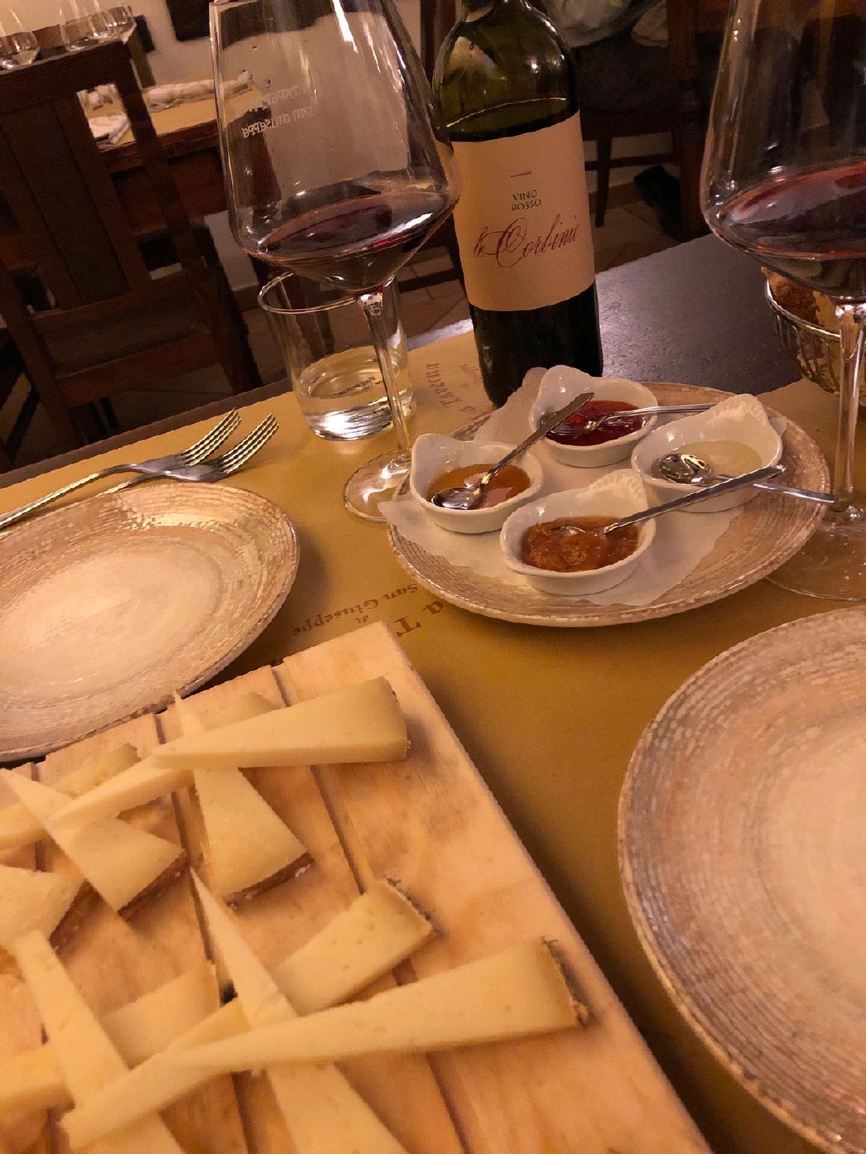 È gradevole godersi un bicchiere di vino al ristorante Taverna di San Giuseppe