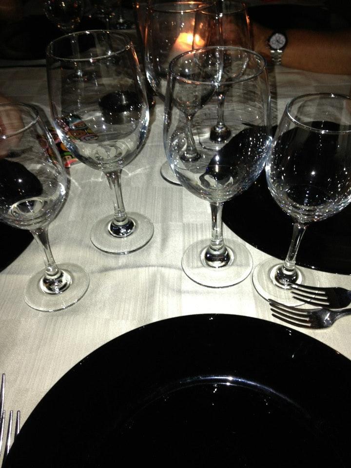 Bestellt ein Glas Wein bei Ristorante Le Due Lune