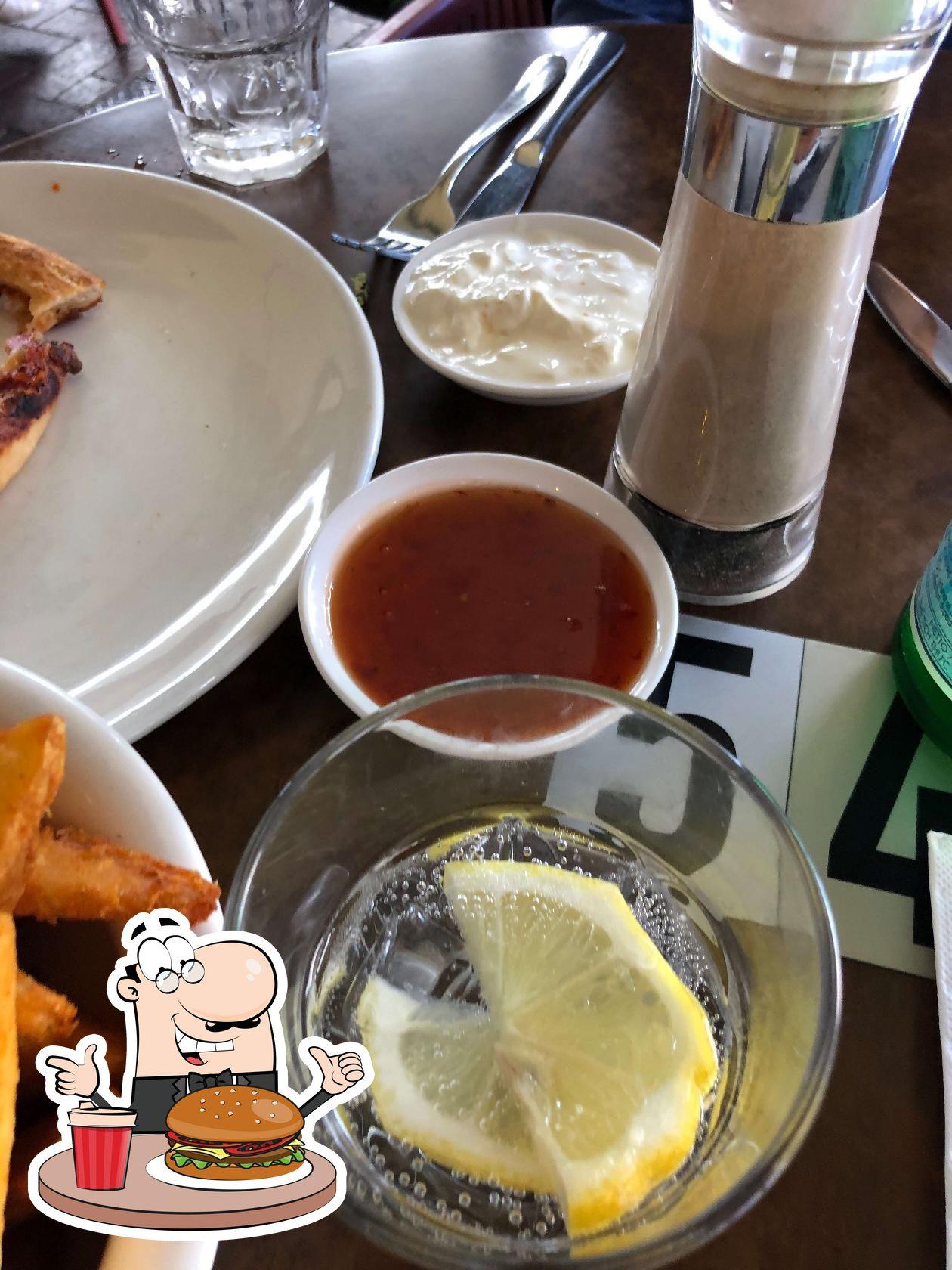 В Sfizio Cucina e Caffé вы можете попробовать гамбургеры