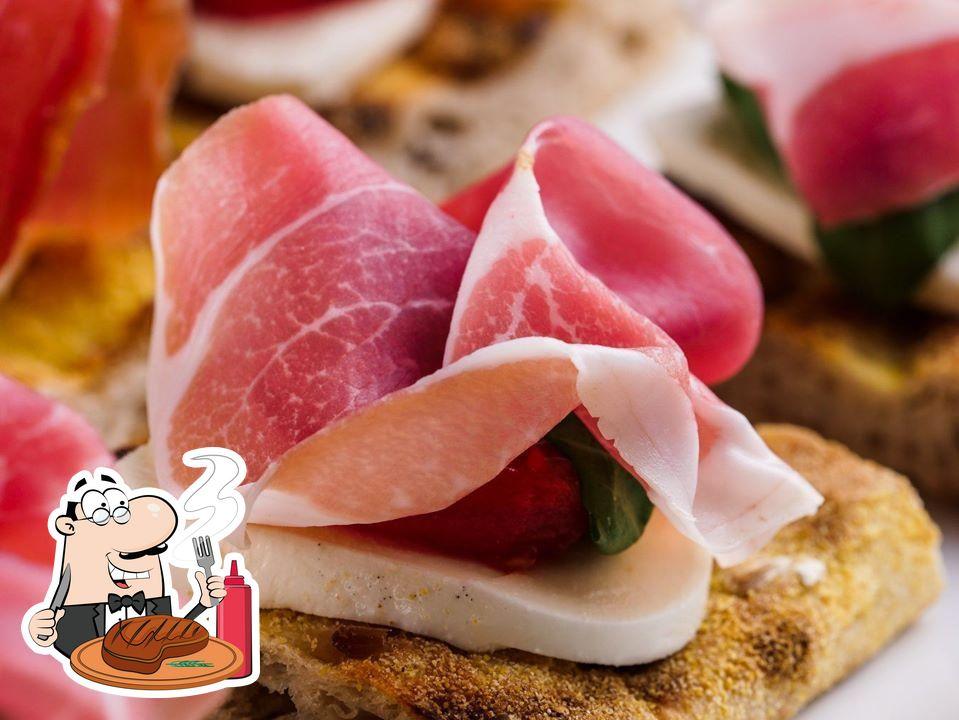 C'è un'ampia varietà di piatti per gli amanti della carne