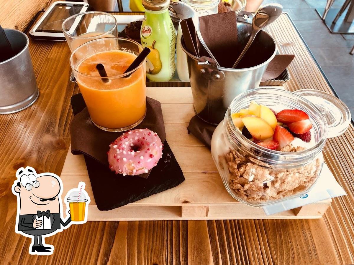 Assaggia le varie cose da bere disponibili dal caffè bar P13 Lounge Cafè