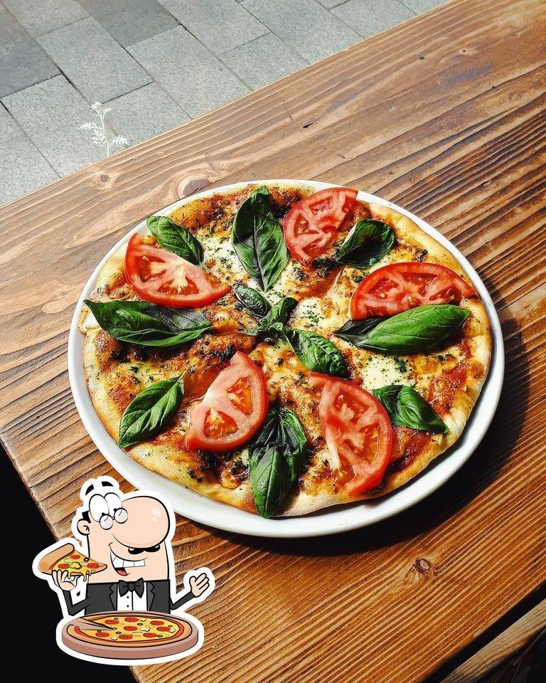 Pick pizza at Tarta