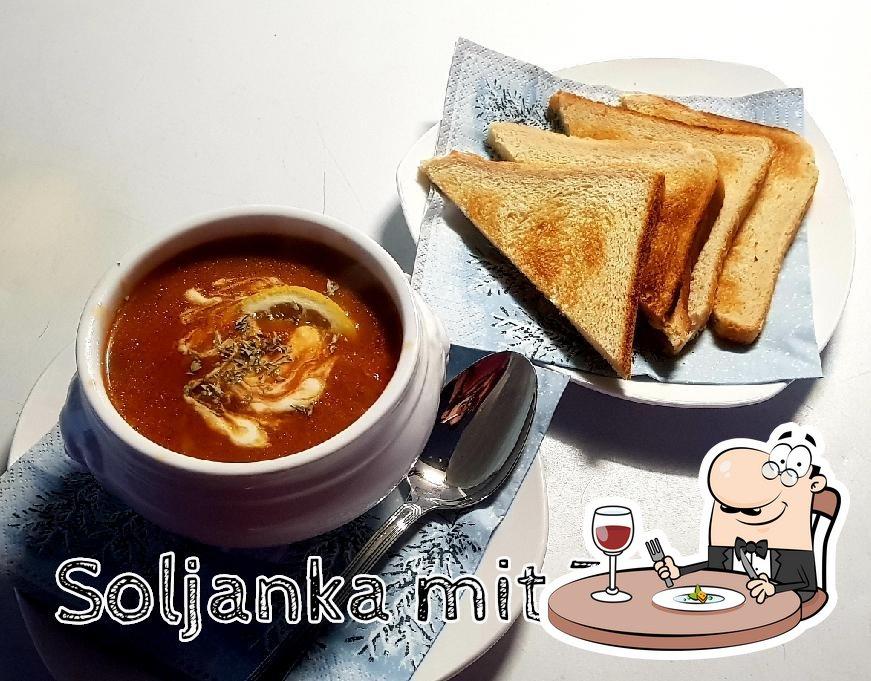 Essen im Corner Pub Bar / Music Billiard Dart & Food
