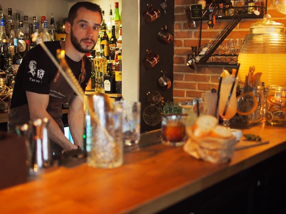Découvrez la carte du bar et ses cocktails