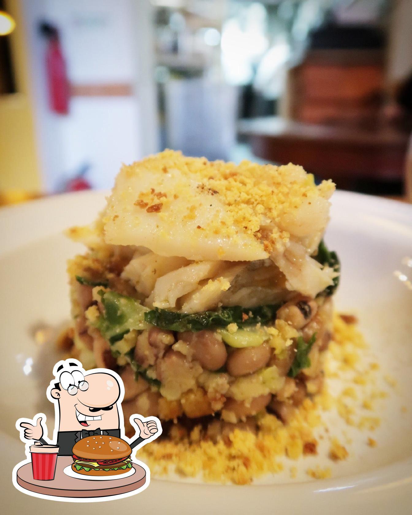 Experimente um dos hambúrgueres disponíveis no Taberna Sal Grosso