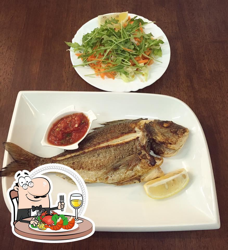Los clientes de Karadeniz Fischhaus pueden disfrutar de las diferentes comidas con marisco